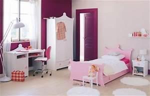 Lit Princesse Pour Fille : un lit de princesse pour la chambre de petite fille ~ Teatrodelosmanantiales.com Idées de Décoration