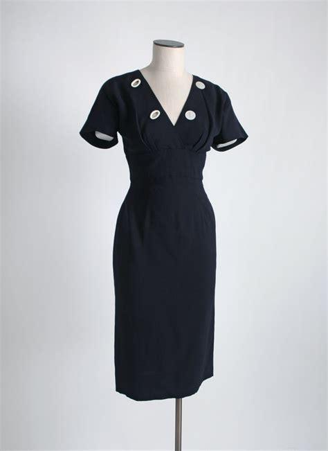1950s OLEG CASSINI crepe dress with buttons   Hemlock