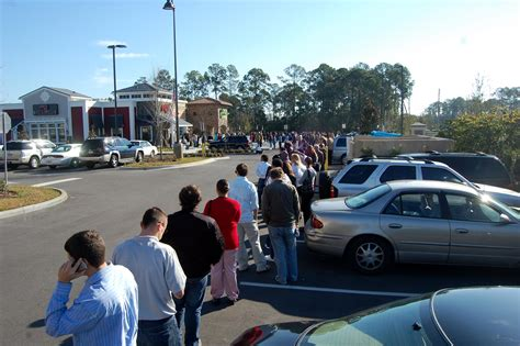 olive garden palm coast unemployed lines throngs turn up for 220 at