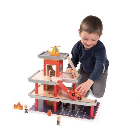 cuisine en bois janod caserne de pompier jouet en bois janod 66 40