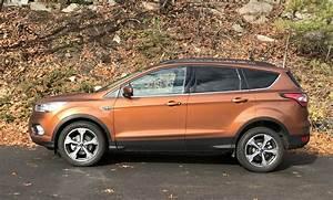 COMPARISON: 2017 Ford Escape SE- Updated Technology ...