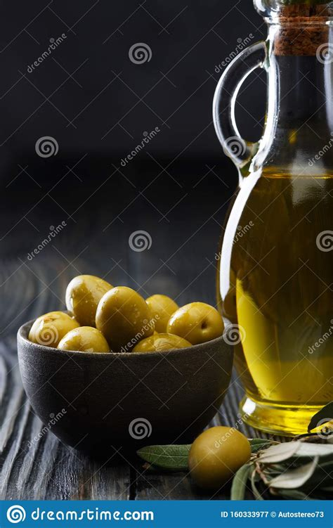 The label is available in matte and glossy finishes. Olive Oil In A Glass Bottle, Fresh Green Olives In A ...