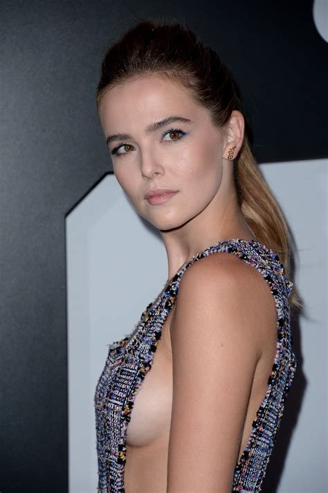 Zoey Deutch Sideboob (29 Photos) | #TheFappening