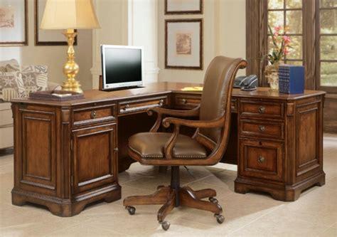 bureau d angle bois massif le bureau en bois massif est une classique qui ne se