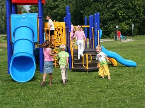 Playground Safety: 5 Ways to Keep Kids Safe at the ...