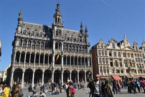 duduk cantik  town hall  grand place brussels