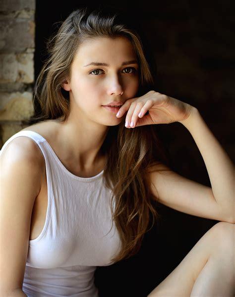 Download 1080x1920 Wallpaper Beautiful Girl Model