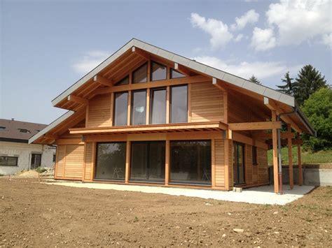 maisons et chalets en bois constructeur maison ossature bois en m 233 l 232 ze maison en bois