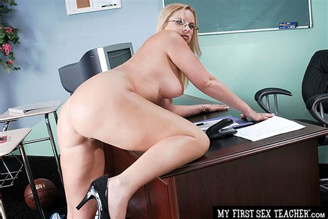 Cameron Keys Fucking In The Desk With Her Tits