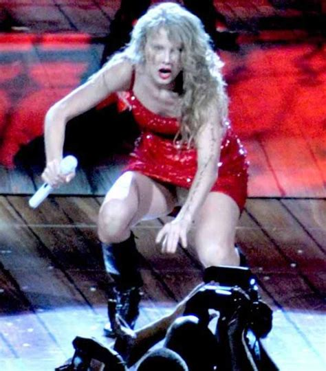 Taylor Swift Wardrobe Malfunction Celebwardrobe Pinterest