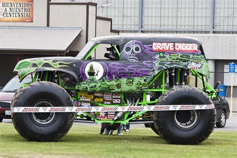monster trucks grave digger how to draw grave digger monster truck www imgkid com