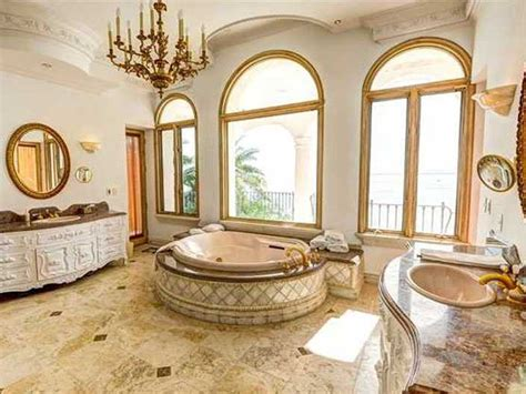 14 Mansions With Insanely Luxurious Bathrooms