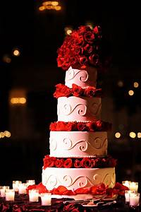 Delicious Red Winter Wedding Cakes