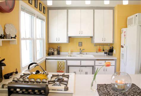 pictures of islands in kitchens decorar con amarillo juguemos con el color kitchen 7459