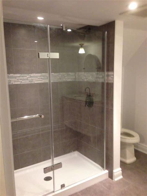 douche vitree avec murs en ceramique shower  glass