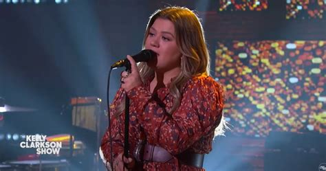 WATCH: Kelly Clarkson Covers Ariana Grande 'Imagine'