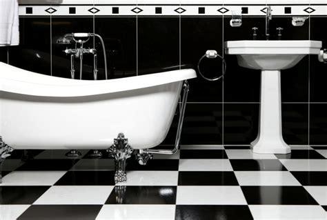 Brett Für Waschbecken by Fliesen Im Schachbrettmuster 31 Ideen F 252 R Passende Deko