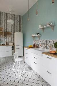 cuisines murs gris bleu blanc cuisine armoires absolus With kitchen cabinets lowes with papier peint mosaique
