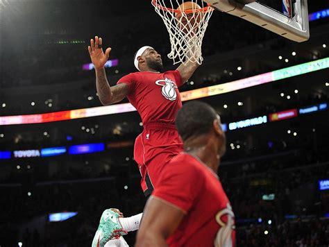 LeBron James Christmas Dunk