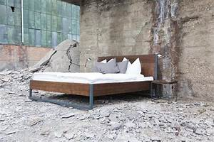 Vintage Industrial Möbel : m bel loft vintage industrial bett 180x200 holz stahl ein designerst ck von n51e12 bei ~ Markanthonyermac.com Haus und Dekorationen