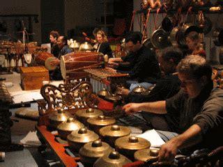 Karena seni jualah, semua orang di. Pengertian Seni Pertunjukan dan Jenis-jenisnya di Indonesia - Jagad Edukasi
