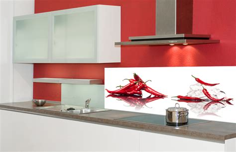 kitchen with glass backsplash peperoni motiv küchenrückwand