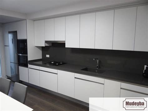 cocinas blancas  encimera gris  cocinas modernas