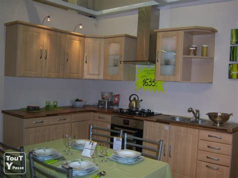 mod鑞e cuisine modele cuisine equipee italienne amnagement cuisine en u design italien finition laque blanc brillant meuble salle de bain gris vasque 24