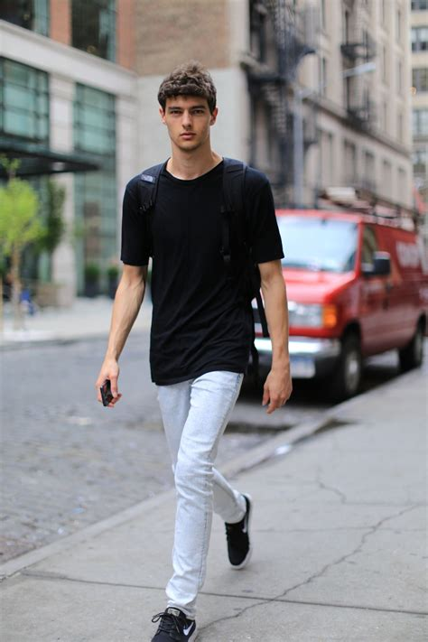 hannes gobeyn  vny model management walking