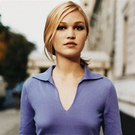 Small Busted Celebrities Julia Stiles Shes A 34a