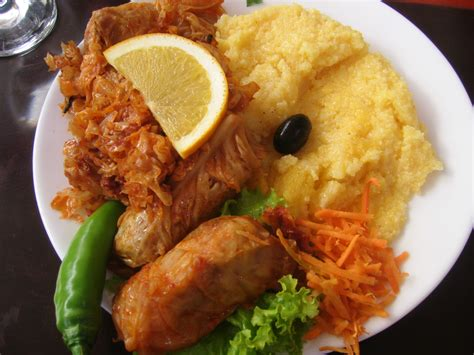 cuisine roumaine file sarmalute mamaliguta jpg wikimedia commons