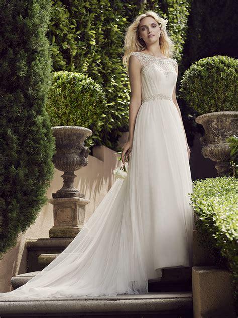 enchanting wedding gowns perfect   elegant garden