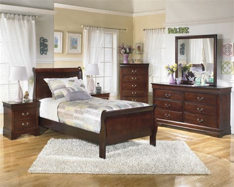 Alisdair Sleigh Bed by Buy Alisdair Sleigh Bed By Signature Design From Www
