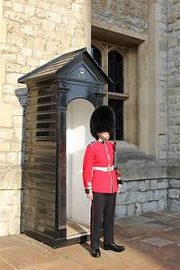 Buckingham Palace: Changing of the Guard - Jdomb's Travels