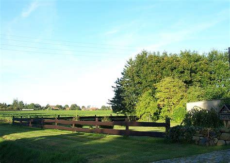 Koppelzaun Aus Holz Am Landhaus ) Einfacher Zaun
