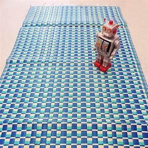 Tapis Plastique Exterieur : tapis plastique tresse rose et rouge csao natte tressee afrizap ~ Teatrodelosmanantiales.com Idées de Décoration