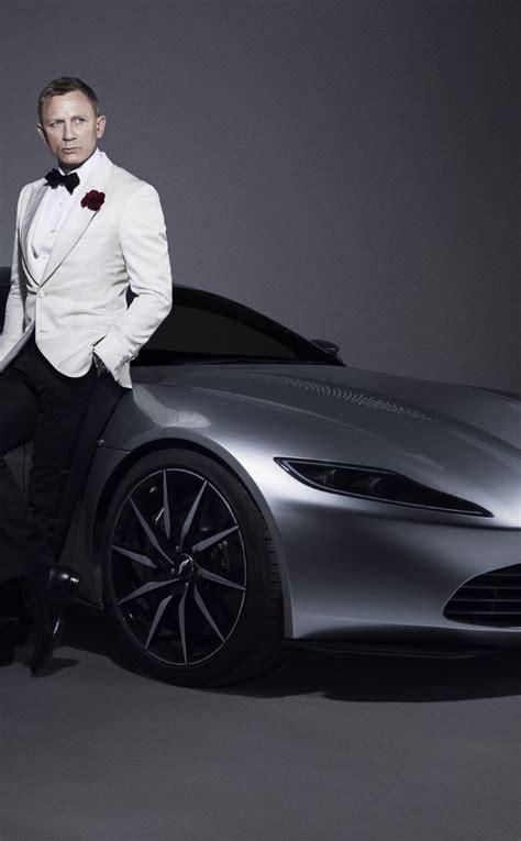 daniel craig  james bond aston martin car photoshoot