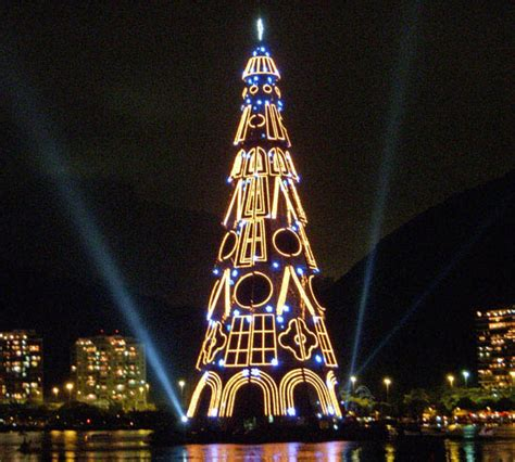 where is the biggest chistmas tree in the whole world world s largest floating tree stuff that may