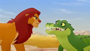 Makuu speaks with Simba (Lion Guard