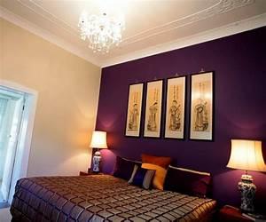 Kronleuchter Im Schlafzimmer : edles schlafzimmer mit stuck und kronleuchter mit wand in violett schlafzimmer pinterest ~ Sanjose-hotels-ca.com Haus und Dekorationen