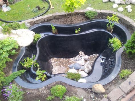 Fertigteich Bepflanzen Anleitung by Teich Anlegen Teich Aufbauen Fertigteich Einsetzen
