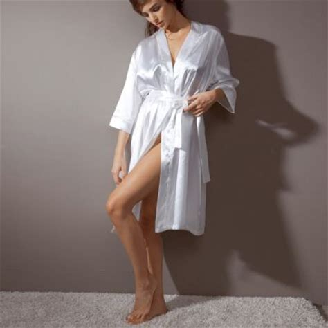 robe de chambre femme satin peignoir court forme kimono en satin femme chuchotements