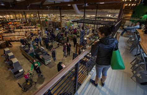 Kroger tries out new, green supermarket in Gig Harbor ...