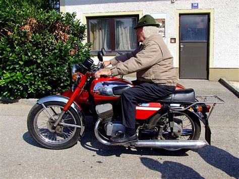motorrad mit beiwagen jawa motorrad mit beiwagen bei einer kleinen testfahrt
