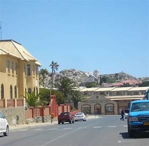 Haus Kaufen Namibia : namibia touristen geben den san ein bisschen stolz zur ck welt ~ Markanthonyermac.com Haus und Dekorationen