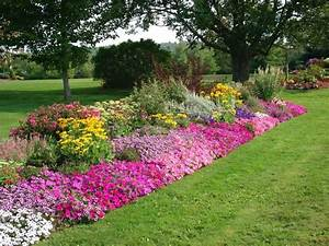 invisible flower bed borders for natural and beautiful With 4 landscape design ideas for your beautiful garden