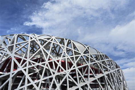 Lo stadio olimpico è un impianto sportivo polifunzionale italiano di roma , che sorge presso il complesso del foro italico , alle pendici di monte mario nonostante sia uno stadio olimpico, dunque esclusivamente dedicato allo sport, furono anche realizzati concerti musicali, in particolar modo il. Nido Lo Stadio Olimpico Al Giorno, Pechino, Cina Del ` S ...