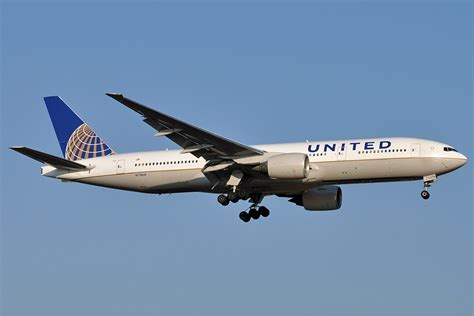 This Autistic Girl Was Removed From A United Flight Because She Made The Pilot 'Feel ...