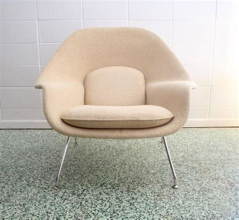 1979 womb chair and ottoman by eero saarinen for knoll