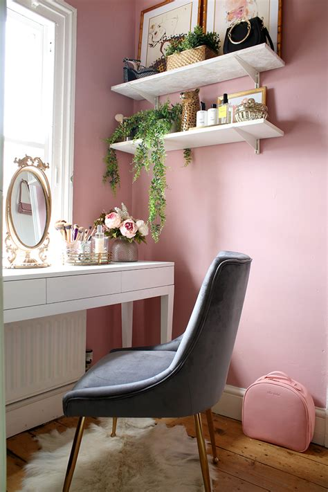 reveal   tiny makeup room vanity space swoon